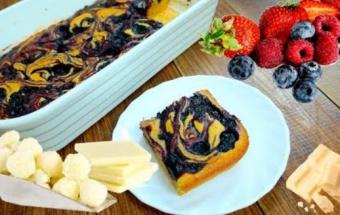 Пирог с лесными ягодами и белым шоколадом