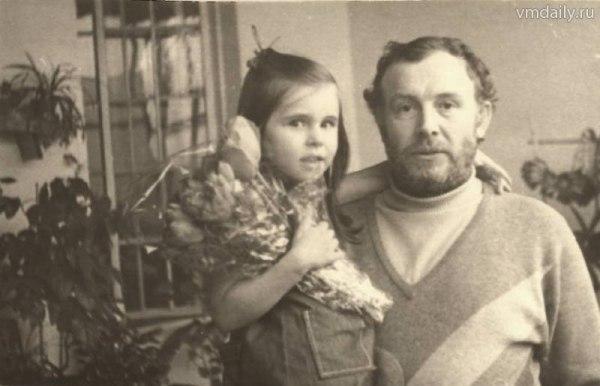 Иннокентий Смоктуновский в кругу семьи.