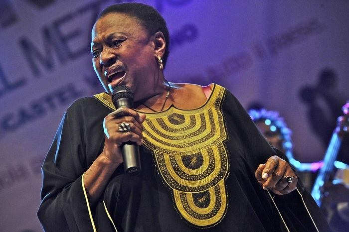 Мириам Макеба - южноафриканская певица.