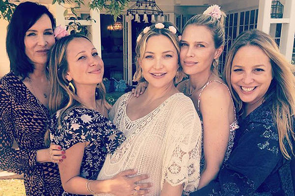 Кейт Хадсон устроила вечеринку в честь скорого рождения дочери: фото