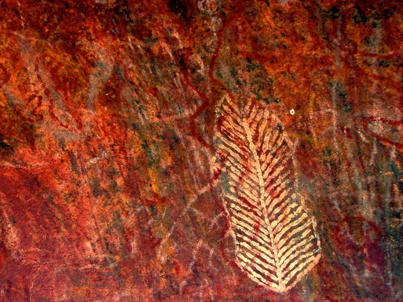 Наскальные рисунки горы Улуру (Айерс Рок),  Австралия. Фото