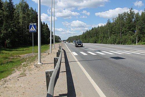Пешеходный переход на скоростной дороге. В этом месте велика вероятность ДТП.