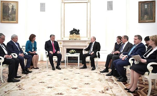 Путин: отношения России иВенгрии развиваются впозитивном ключе