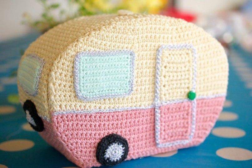 Милый вязаный домик на колесах. Идеи для вдохновения!