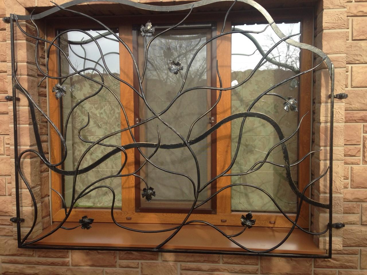 Металлические решетки на окна: сочетание защиты и дизайна