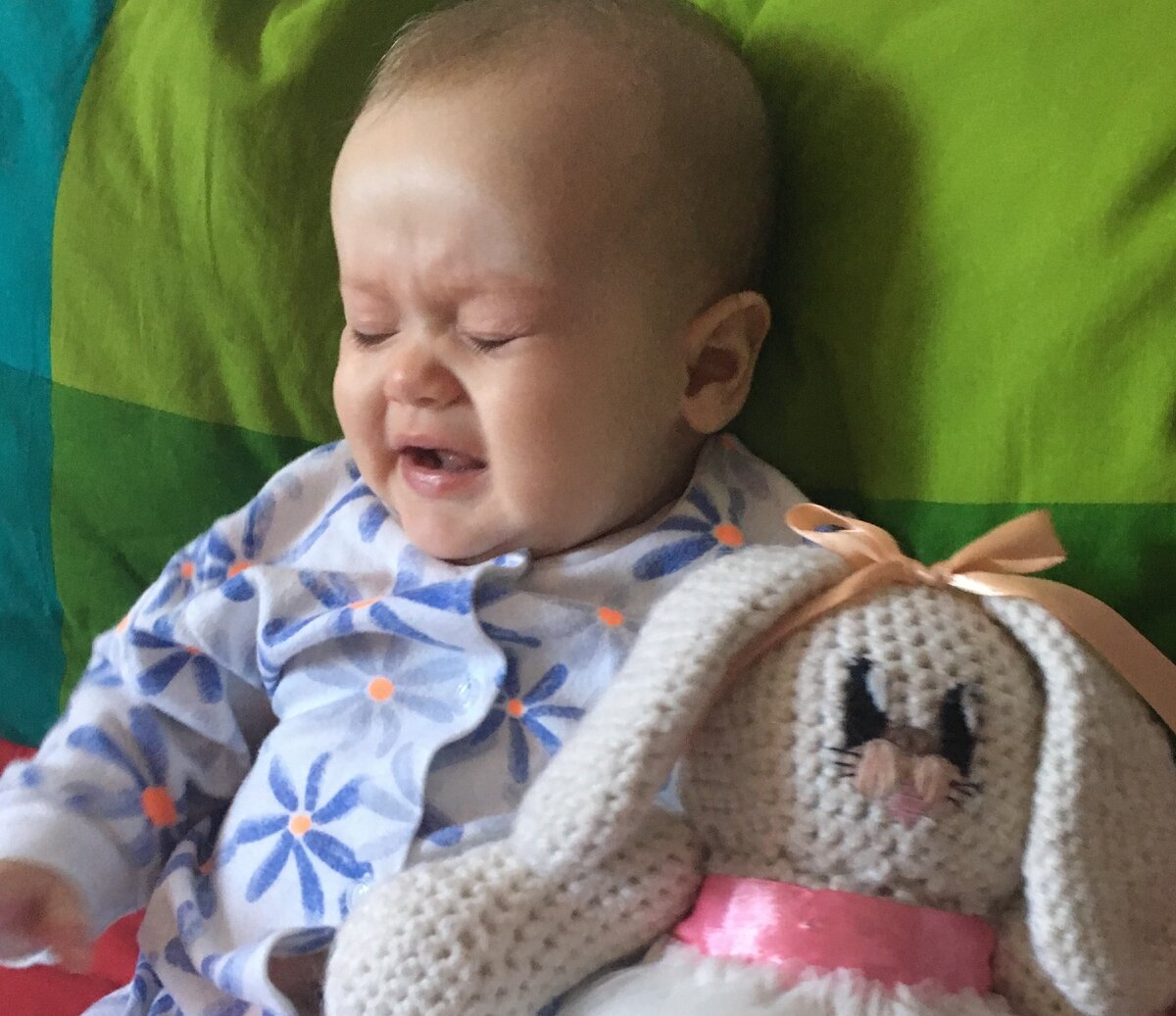 Катино лицо, когда я говорю ей, что плакать на улице неприлично :) Фото из личного архива