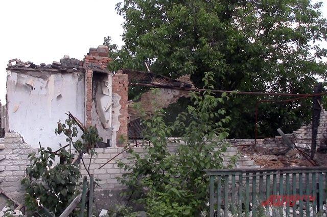 Днем снайперы, ночью минометы. Как умирает поселок на линии фронта ДНР