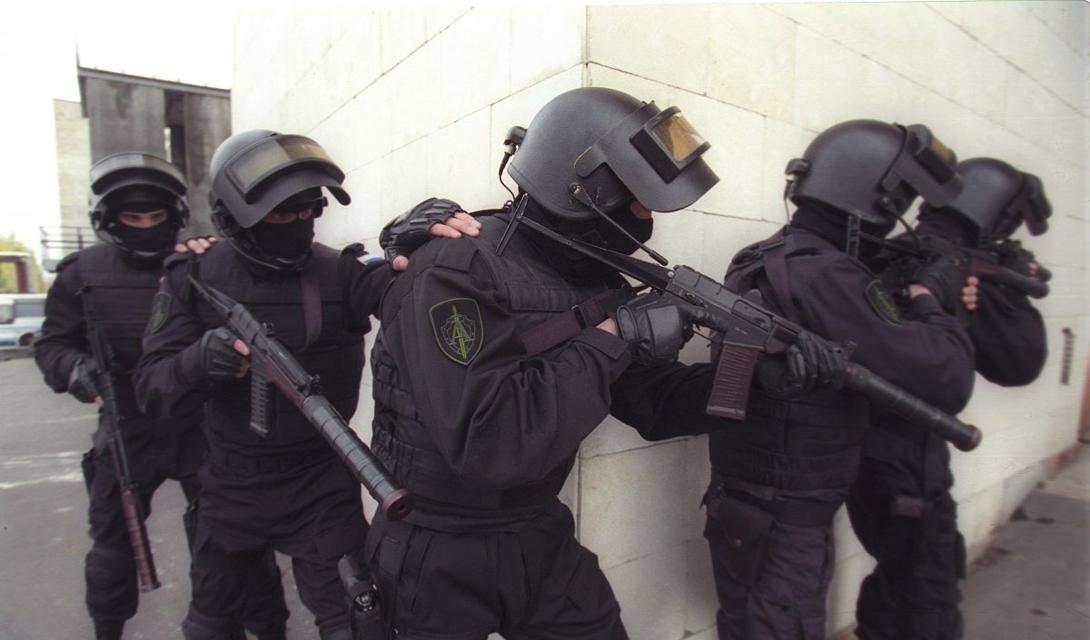 Отряд «Альфа» Россия Группа спецназа «Альфа» является одним из самых известных отрядов подобного рода во всем мире. Это элитное антитеррористическое подразделение было создано КГБ в 1974 году и остается под крылом наследственной организации, ФСБ.