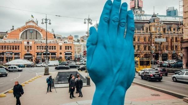 В Киеве на месте Ленина выро…
