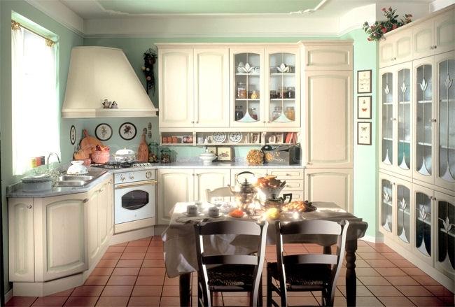 Угловая кухня в стиле прованс, которая плавно переходит в сервант для посуды