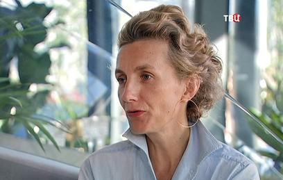 "Французская писательница Анна Гавальда прогулялась по ""Зарядью"""
