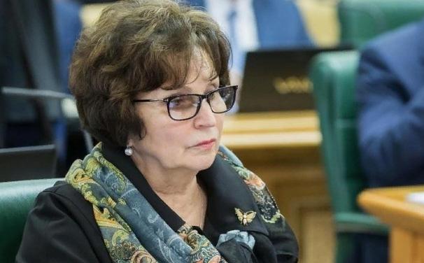 """Сенатор Лахова напомнила жалующимся на прожиточный минимум об """"ужасах войны"""""""