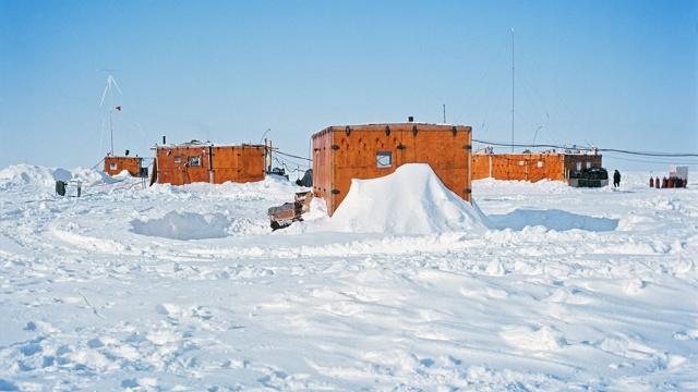 Медведев выделил ₽ 205 млн на возобновление экспедиций в Арктике