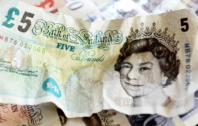 Британский фунт упал до минимума с весны 2017 г. после отмены парламентского голосования