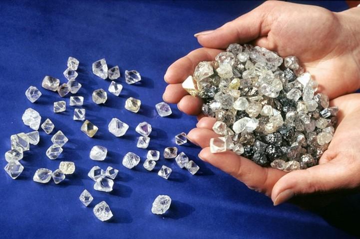 АЛРОСА   сократила добычу и продажу алмазов