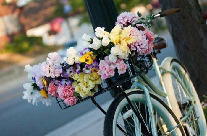Как появился обычай дарить цветы, и Кто научил этому русских мужчин