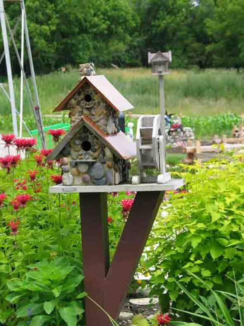recycling ideas for making various birdhouse designs