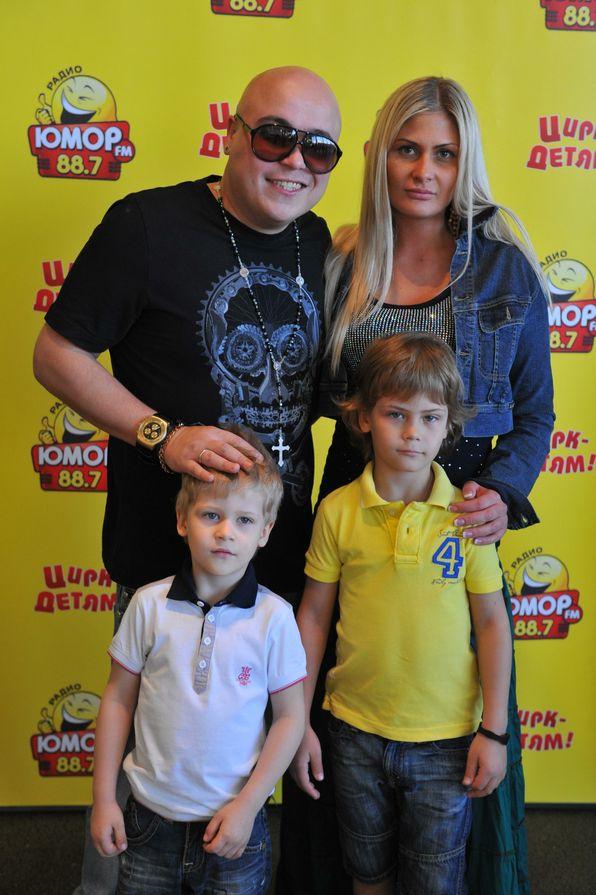 Доминик Джокер с бывшей супругой и детьми