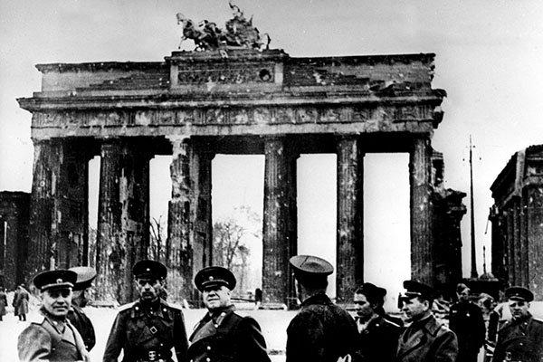 9 мая 1945 года Георгий Константинович Жуков исполнил танец победителя в поверженном Берлине