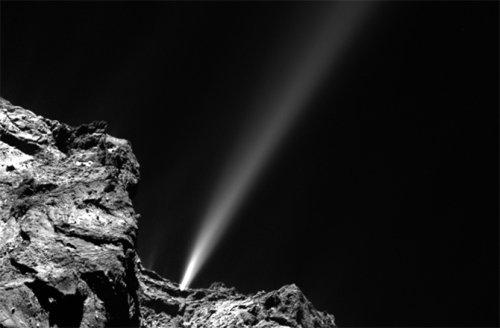 Выброс газа из ядра кометы