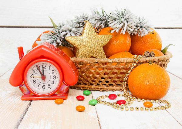 Часы - удачный элемент новогодней композиции
