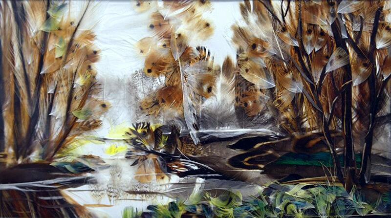 Жительница Якутии создает картины из утиных перьев