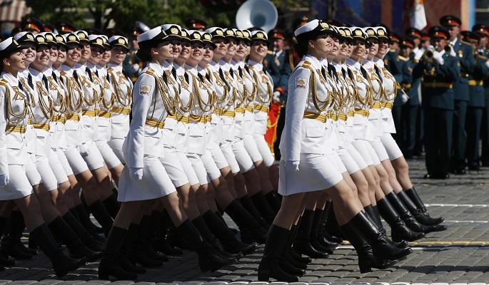 """Запад шокирован российской """"армией в мини-юбках"""""""