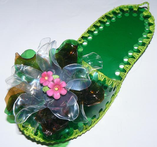 тапки из пластиковых бутылок, фото с сайта divinaluzz.blogspot.ru