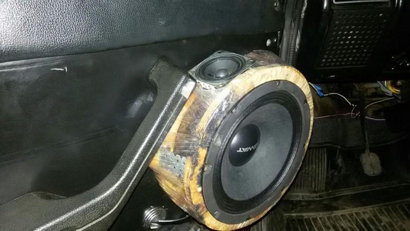 Как не надо устанавливать акустику в автомобиль