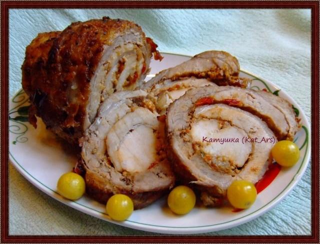 Запечённый мясной рулет из свинины