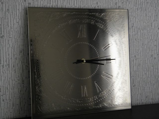 Картина-гравюра на зеркале, часы из зеркала с химической гравировкой