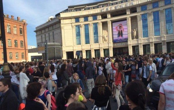 В Санкт-Петербурге  эвакуируют ТРЦ «Галерея»