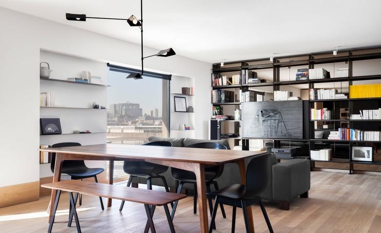 Бетон и радужное стекло: брутальная канадская квартира