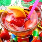 Кусочки клубники в напитке в процессе вечера можно скушать))) Они вполне вкусные остаются)))