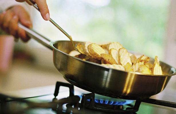 Химики рассказали о влиянии жареной пищи на погоду