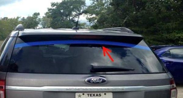 Если Вы увидите машину с синей лентой – знайте, о чем это свидетельствует!