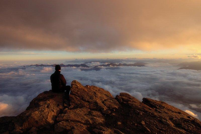 Фотограф на вершине Роччамелоне, Италия горы, красиво, небо, облака, природа, творчество, фото, фотограф