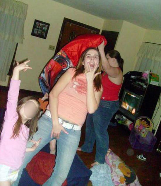 19. Такое поведение лишь подтверждает ее неготовность к материнству  мать, поведение, ужас