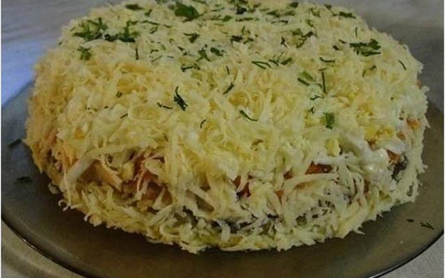 ТОП-10 салатов с именем: <u><b>Бонапарт</b></u>    Салат «Бонапарт» обладает нежным, изысканным вкусом. При этом он довольно сытный. Почему салат назван так, неизвестно.
