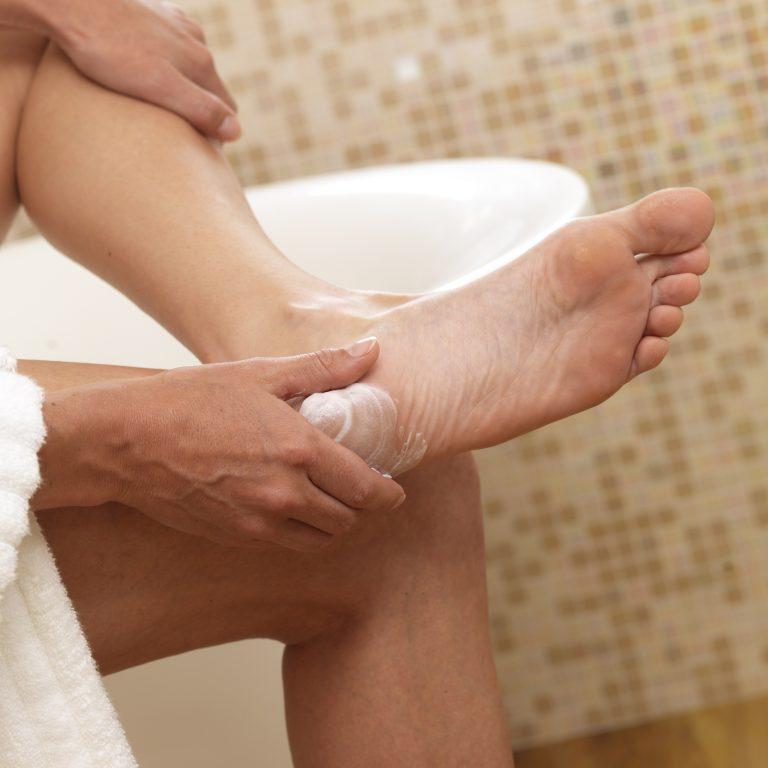 Эти средства помогут избавиться от грибка и устранят потливость ног!
