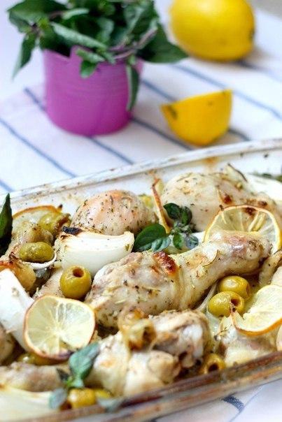 Куриные ножки с лимоном оливками и базиликом