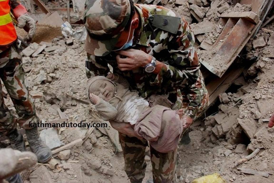 Чудесное спасение 4-месячного малыша в Непале