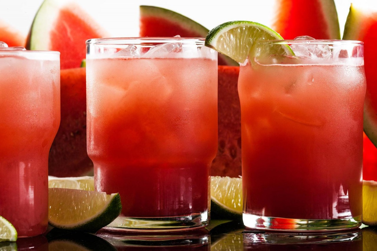 http://search.chow.com/thumbnail/1600/0/www.chowstatic.com/assets/recipe_photos/11-10-14/30705_watermellon_margarita.jpg