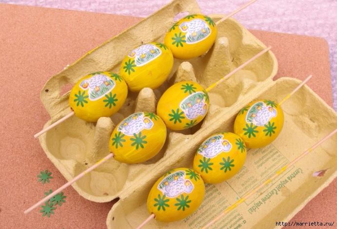 Желтенький пасхальный веночек из яиц (6) (691x470, 229Kb)