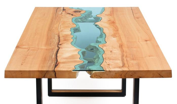 Стильные деревянные столы с оригинальными вставками из стекла