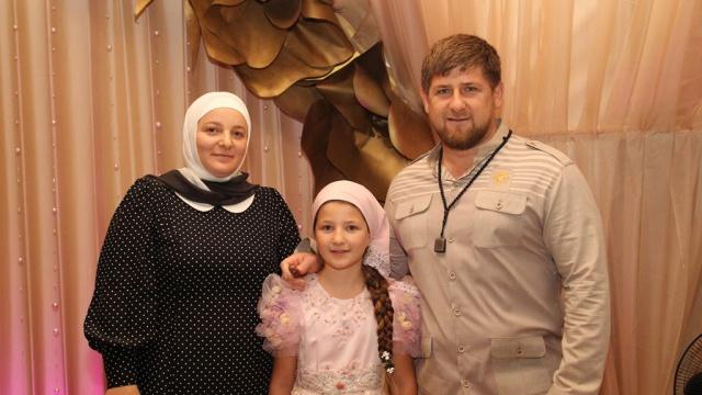 Кадыров пригрозил жене разводом за импортные продукты на столе