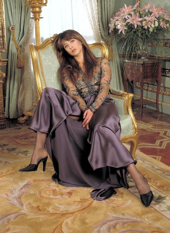 Софи Марсо в фотосессии для фильма «И целого мира мало»(1999).