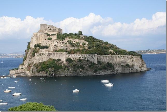 Самые красивые замки мира. Арагонский замок в Италии