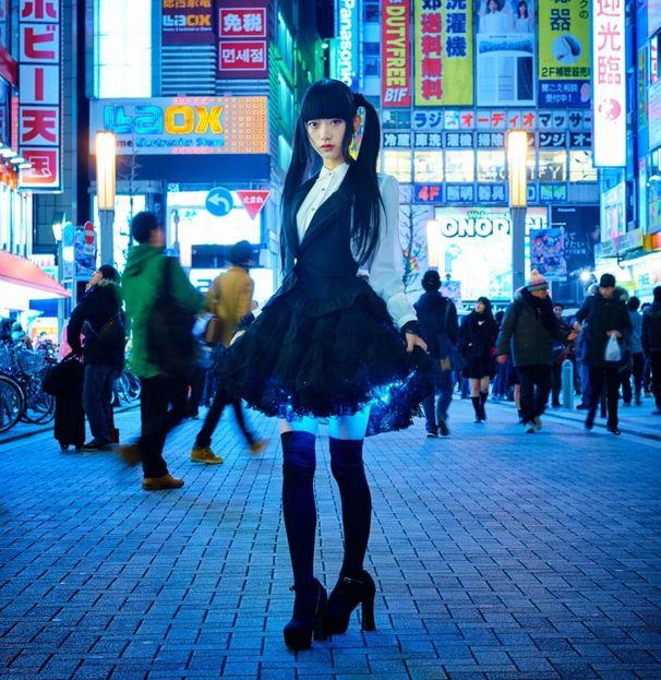 Японцы срывают юбки девушки