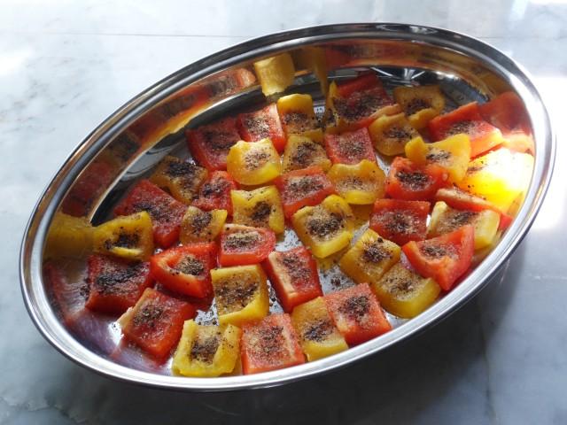 Вяленые помидоры. Вяленый перец. Маринованный сыр. Печеный чеснок...